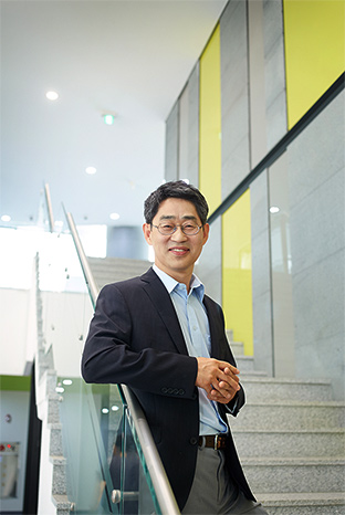 Director. Seong-Gi Kim Ph.D.